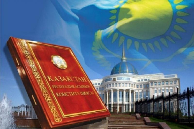 Дипломаты, москвичи и рабочие поздравили казахстанцев с Днём Конституции