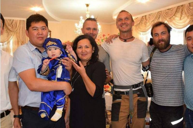 Немецкие байкеры заехали в гости в Дом мамы в Усть-Каменогорске