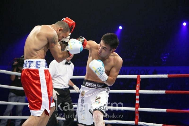 Третий казахстанец завершил бой в первом раунде