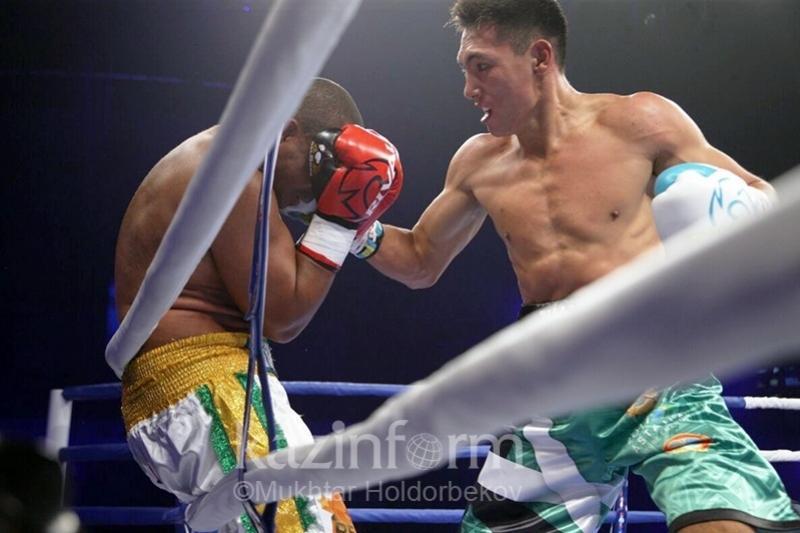 Алимханулы победил бразильского боксера по очкам