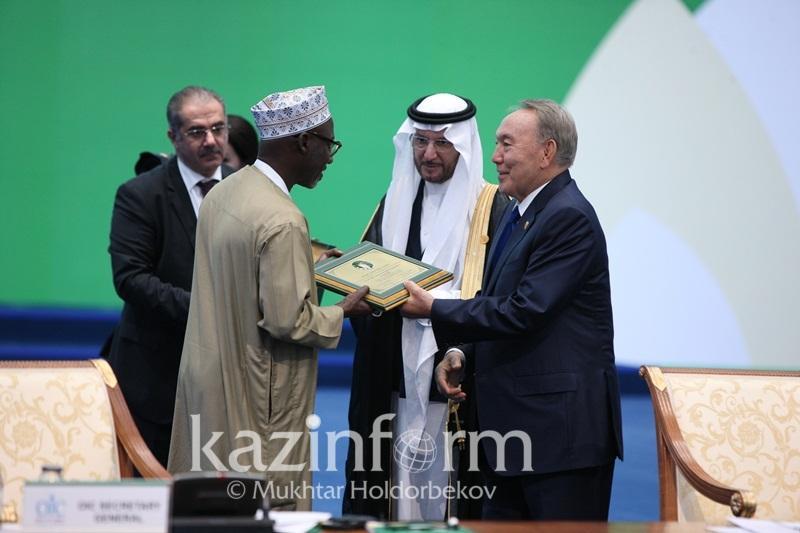 Президент Казахстана вручил награды Саммита ОИС за научные достижения
