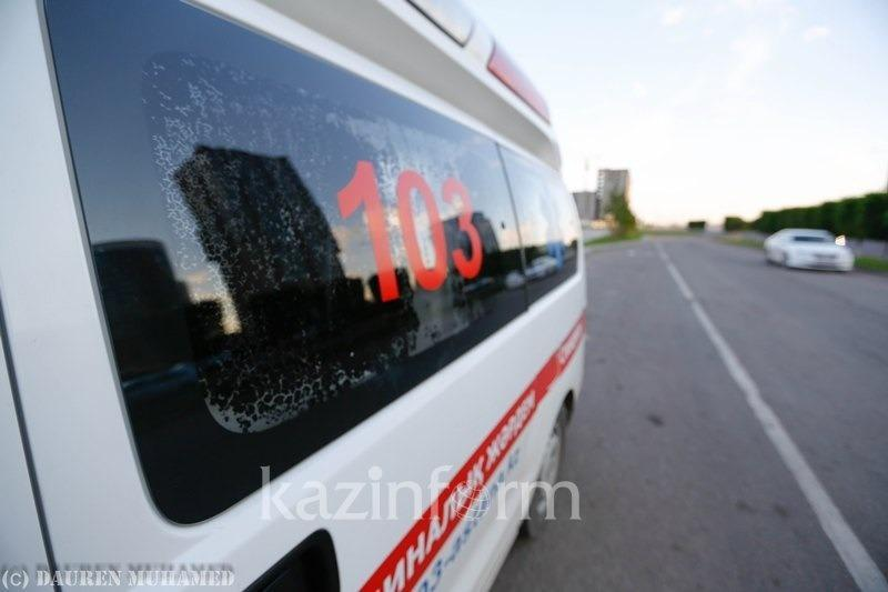 При лобовом столкновении легковушек погибли два водителя в Атырауской области
