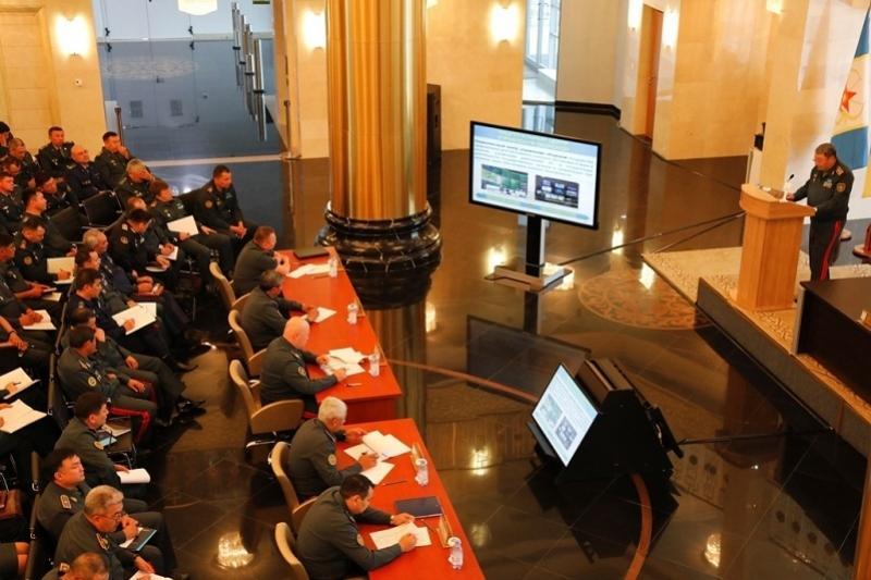 Министр обороны РК провел лекцию в Национальном университете обороны