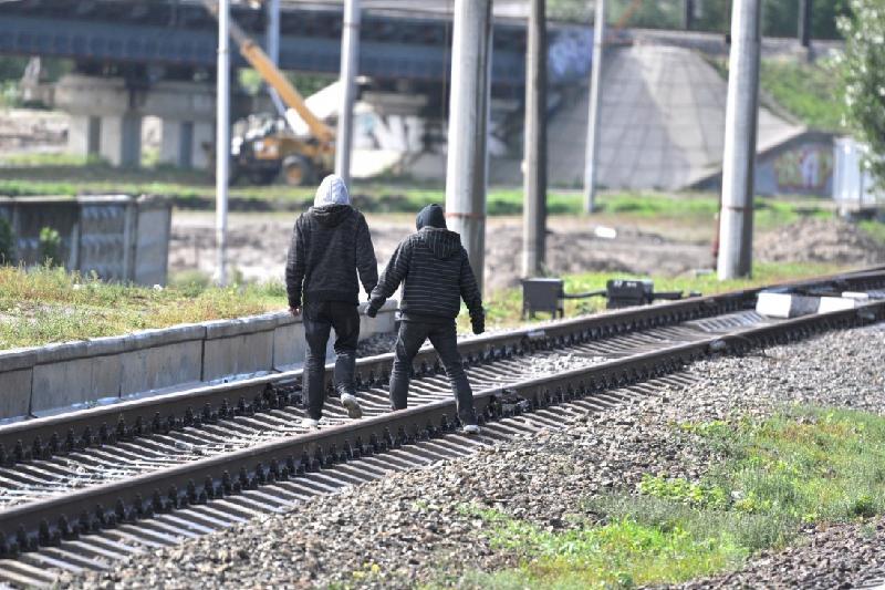 Электродуга-убийца: детей предупреждают о невидимой опасности на железной дороге