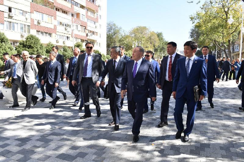 Президент осмотрел реконструкцию центра Алматы