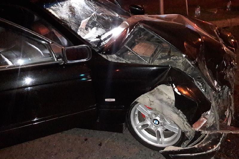 Алматының қақ ортасында екі автомобиль соқтығысты