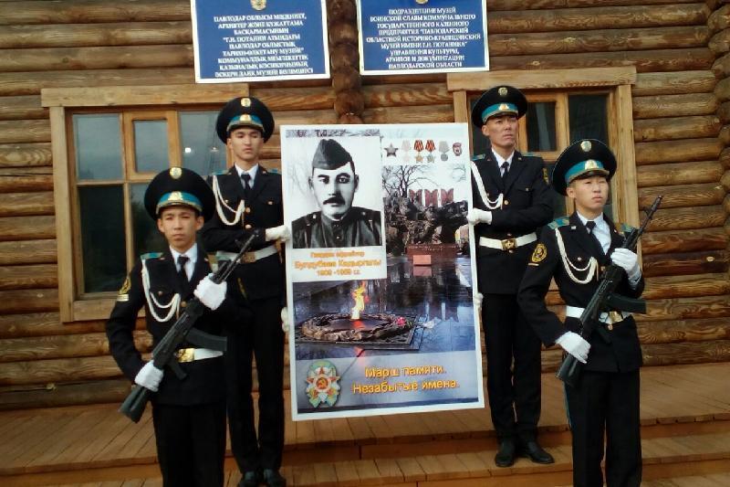 Памятную табличку ещё одного фронтовика установили в Павлодарской области