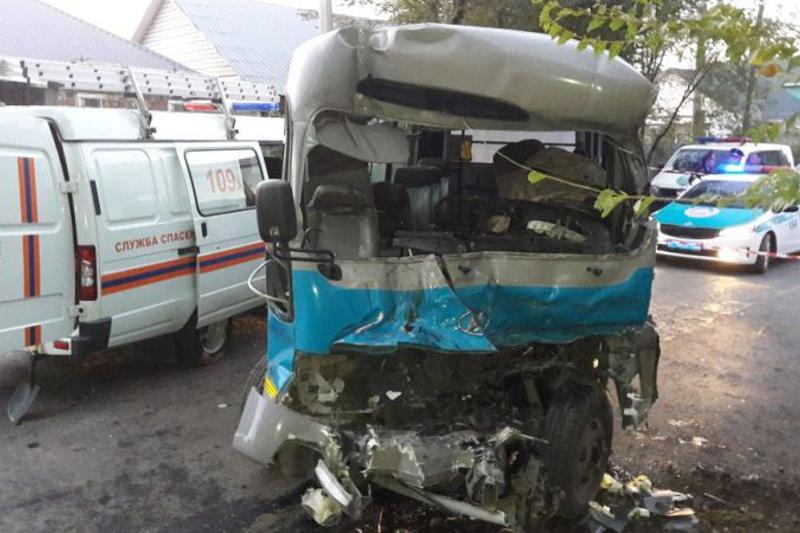 Алматыда автобус пен көлік соқтығысып, жүргізуші  қаза болды