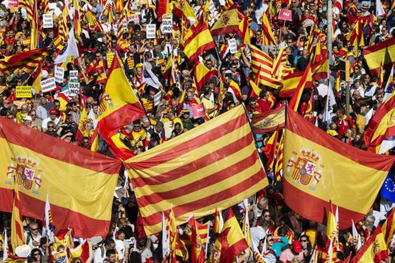 Сотни тысяч протестовали в Барселоне против независимости Каталонии