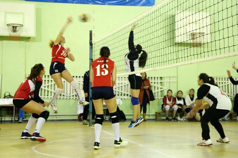 Сильнейшую университетскую женскую волейбольную команду выявляют в Алматы