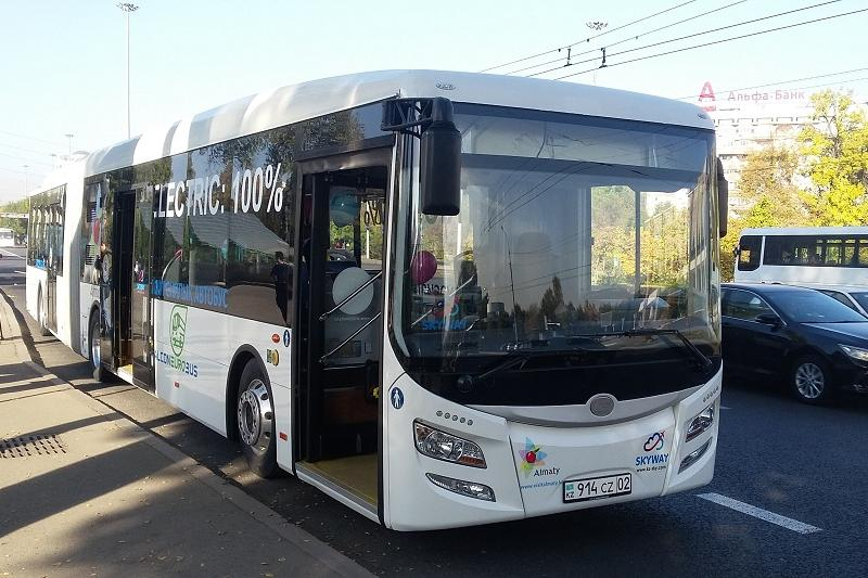 Электроавтобус запущен по двум туристическим маршрутам в Алматы