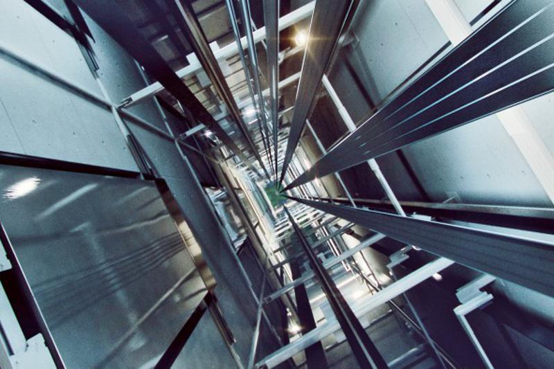 ҚазҰУ-де 15-қабатта лифттің тоқтап қалуының себебі анықталды