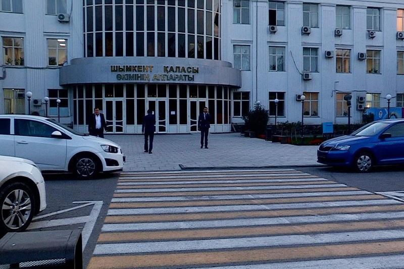 Аким Шымкента призвал не создавать ажиотаж вокруг запрета на служебное авто