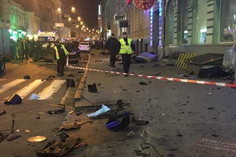 Харьков қаласында әйел мінген джип бір топ адамды таптап өтті