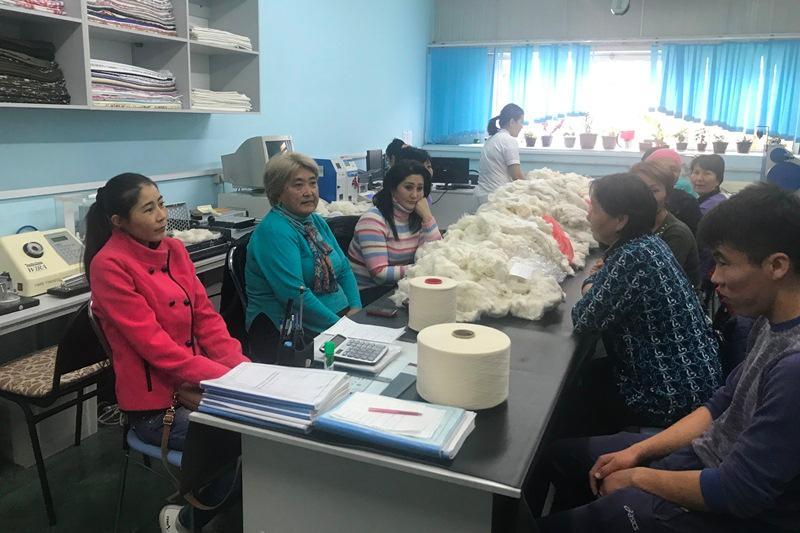 Текстильная фабрика в Шымкенте переобучит и трудоустроит безработных