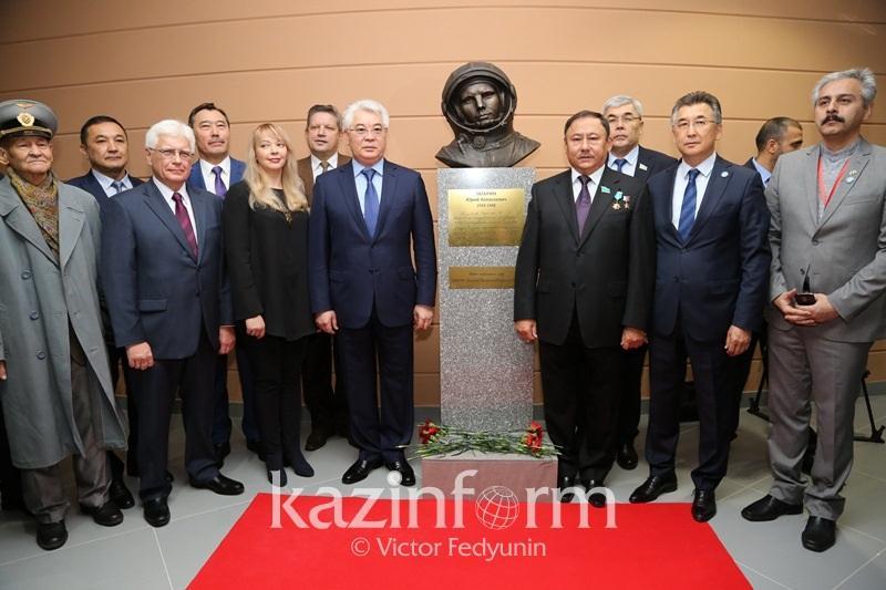Бюст Юрия Гагарина установили в Астане