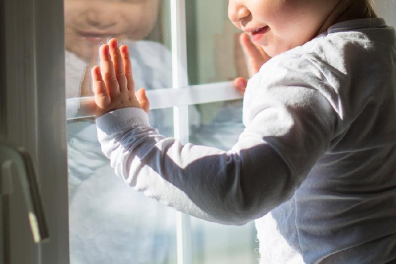 В Шымкенте ребенок остался жив после падения с четвертого этажа