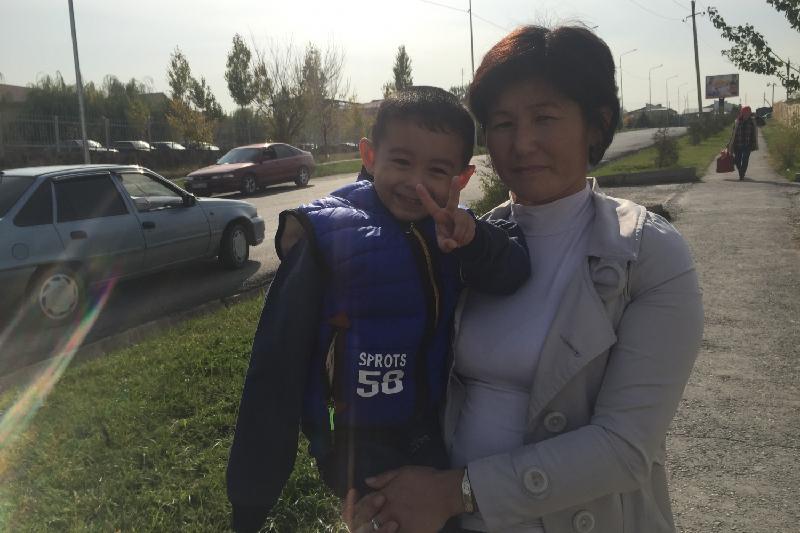 Получившего удар током мальчика выписали из больницы в ЮКО