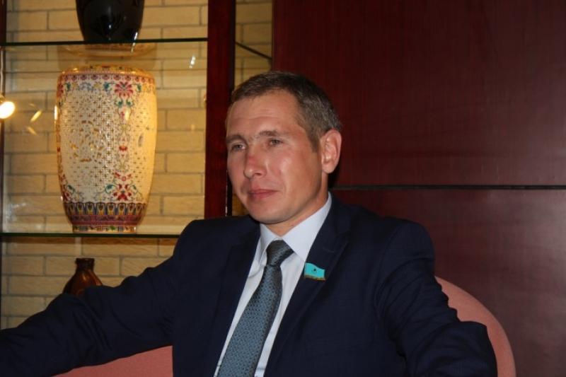 Мәжіліс депутаты Геннадий Шиповских Мөлдір есімді қызылордалық қызбен отау құрды