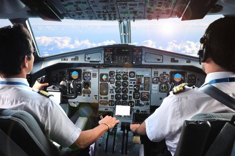 Самые высокие зарплаты в Южно-Казахстанской области у пилотов и стюардесс