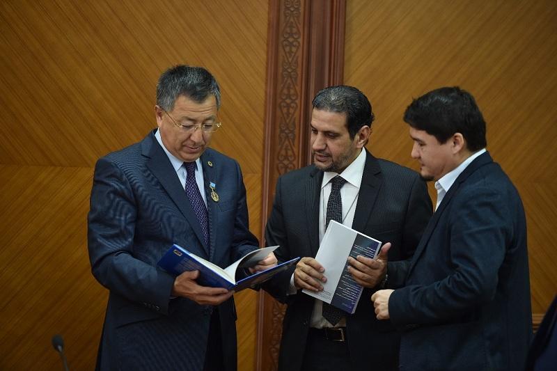 Аким ЮКО встретился с учеными на конференции в честь Назира Тореулова
