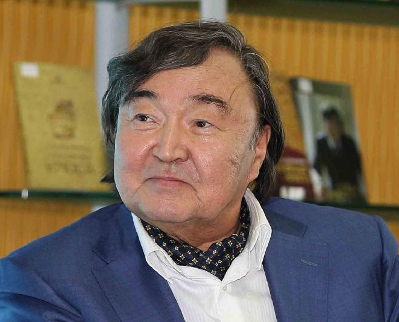Япония наградит орденом Олжаса Сулейменова