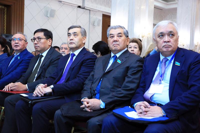 首次公共咨询全国大会在阿斯塔纳举行