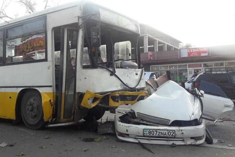 Алматы полициясы адам қаза тапқан жол апаты туралы түсініктеме берді