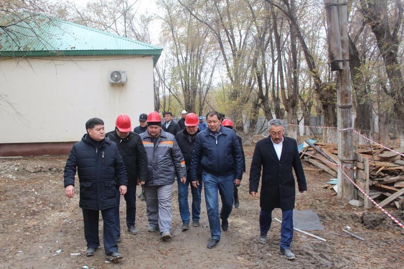 Аким Атырауской области проинспектировал строительство спецЦОНа и реконструкцию кардиоцентра