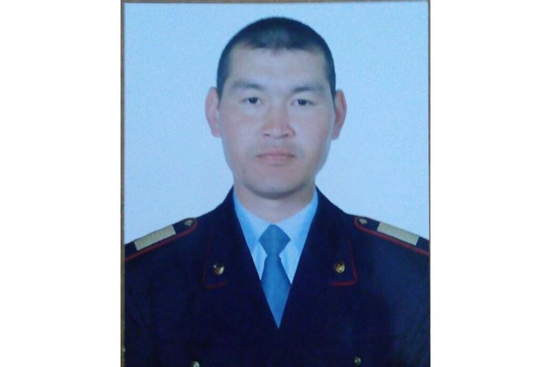 Спасший автобус со школьниками павлодарский полицейский награждён в Алматы