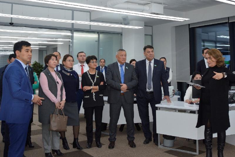 Депутатов не устраивает график работы миграционной службы в ЦОНах