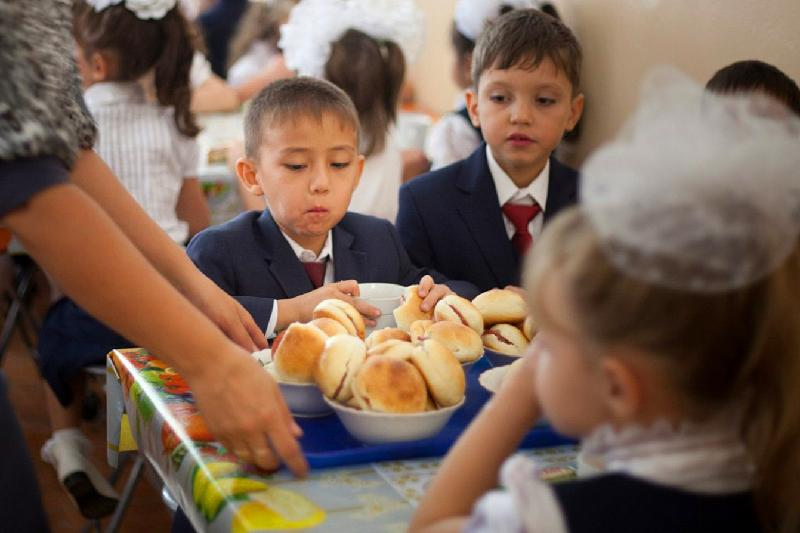 На бесплатное питание школьников выделили 1,1 млрд тенге в Атырауской области