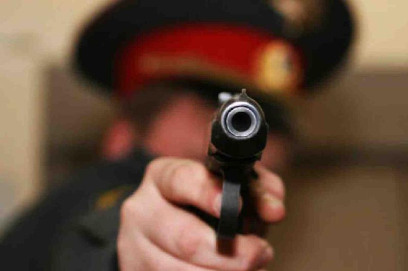 Қарағандылық полицей әріптесіне оқ атты