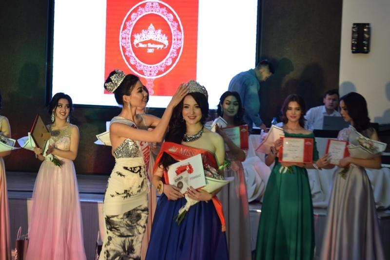 «Мисс Павлодар» покорила жюри знанием 200 стихов Абая