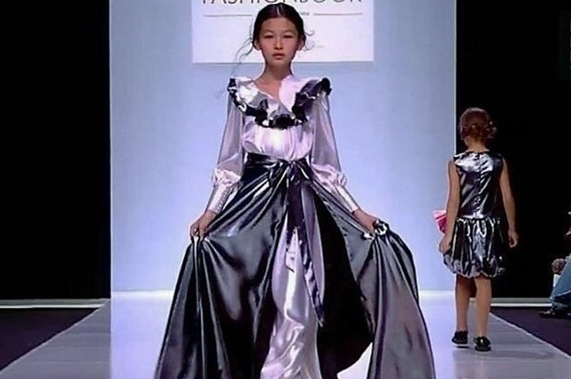 Up-and-coming Kazakh model walks in Moscow Fashion Week