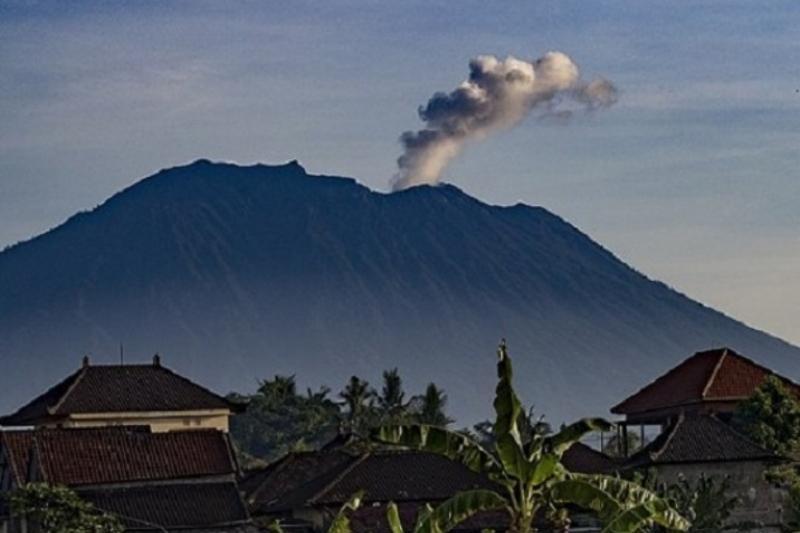 Индонезияда мыңжылдық жанартау қайта оянды