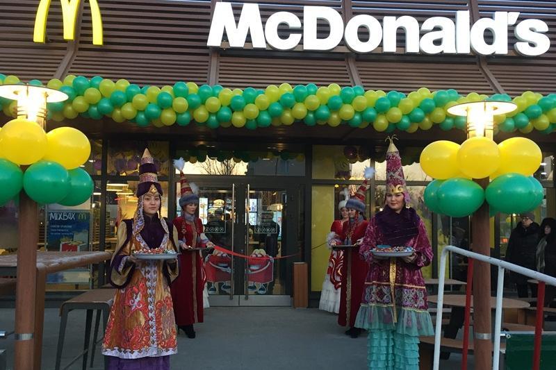 Аким открыл McDonald's в Костанае