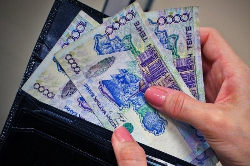 Бросившая 5 детей женщина оштрафована за долги по алиментам в Алматинской области