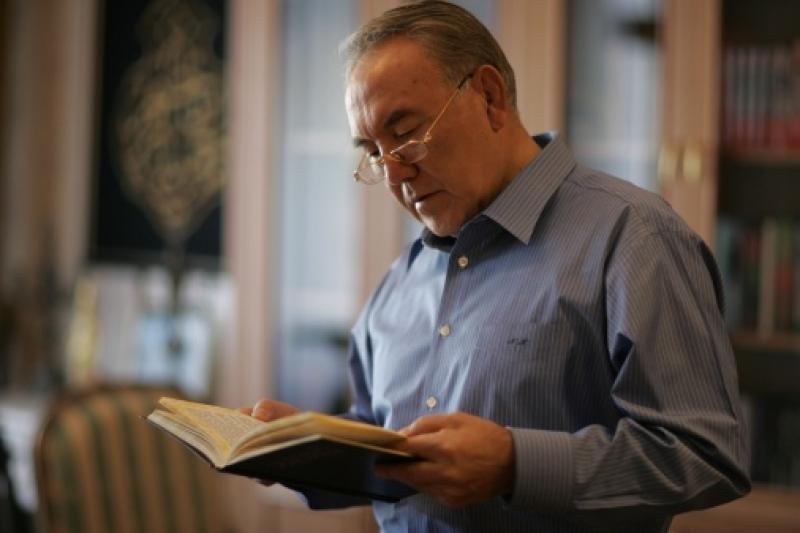 Библиотека Первого  Президента: Нурсултан Назарбаев всегда находит время для чтения