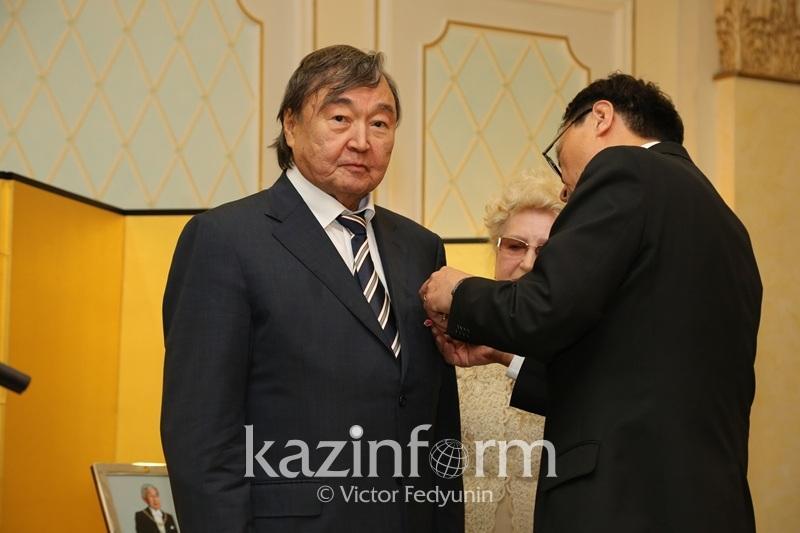 Олжасу Сулейменову вручили японский императорский орден