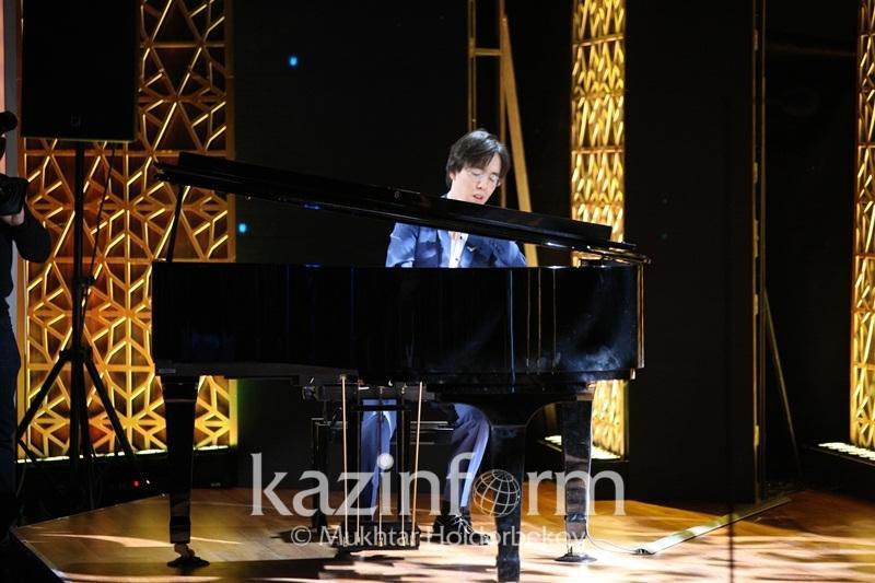 Президент пообещал молодому казахстанскому композитору слушать его музыку перед сном