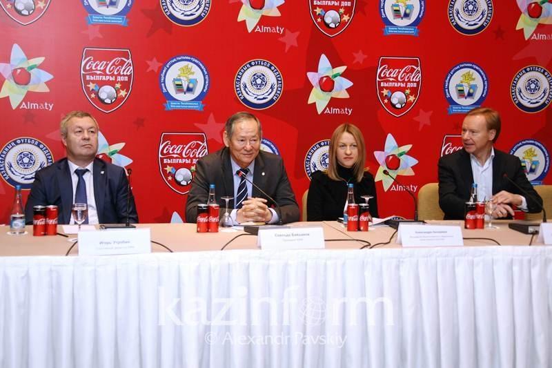 Кубок мира по футболу привезут в Казахстан