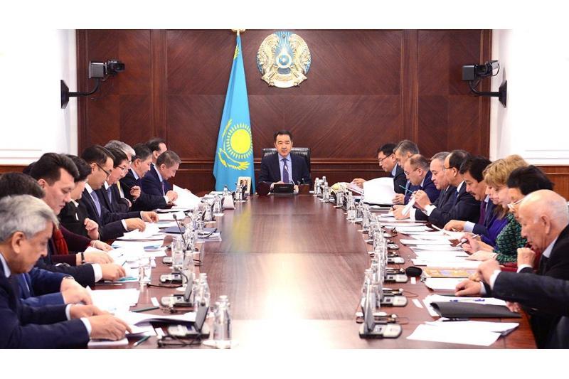 Премьер провел заседание Нацкомиссии по переводу казахского алфавита на латиницу
