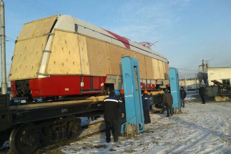 В Павлодар доставили первый новый трамвай из Минска