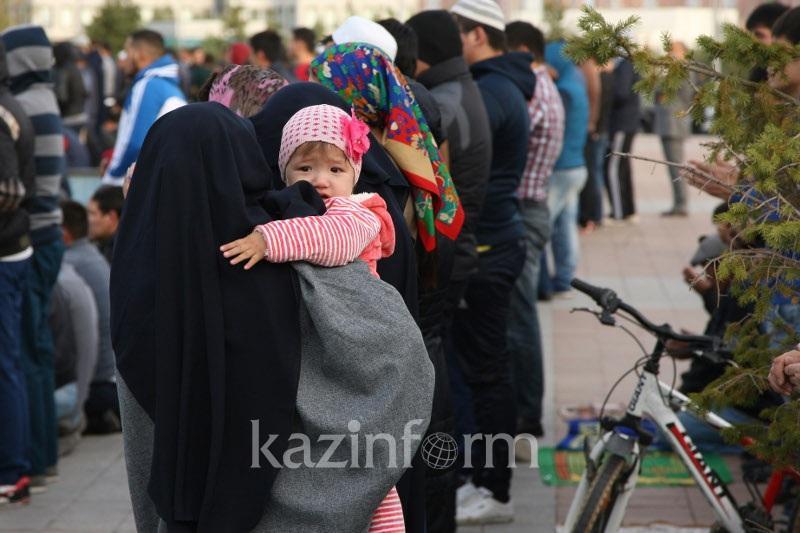 Без взрослых дети не смогут ходить в мечети и церкви в Казахстане
