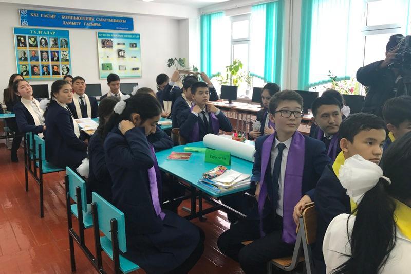 Шымкентских школьников обучают основам бизнеса