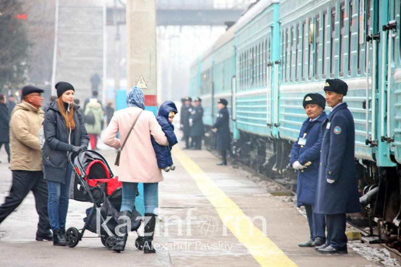 Проводница выставила на мороз бабушку с внучкой в Кокшетау: Ведется проверка