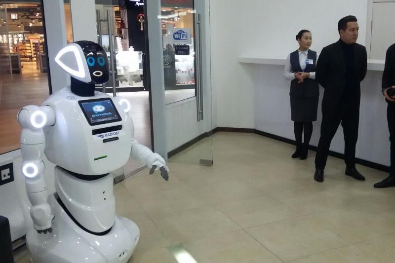 Роботы Сауле и Куаныш появились в «Казпочте»