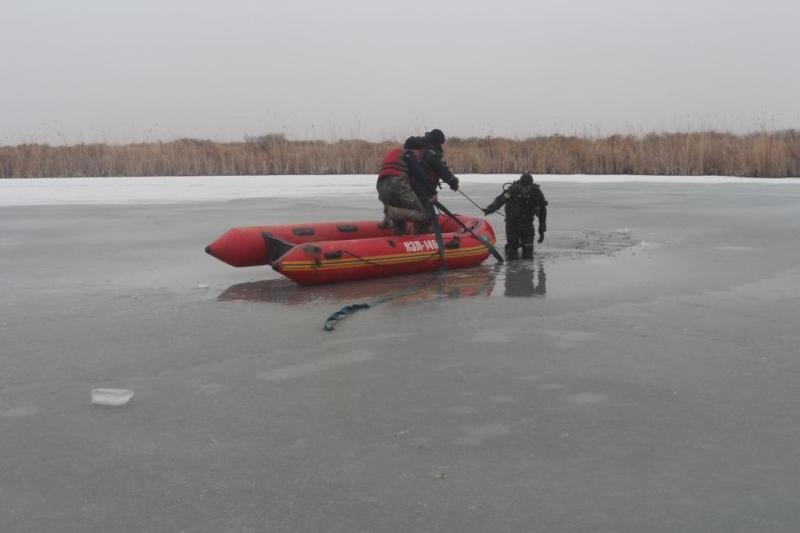 Мотоциклист провалился под лед и утонул в реке Урал