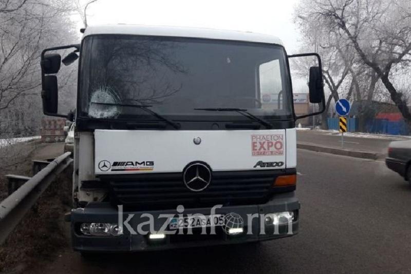 Водитель ассенизатора в Алматы на скорости сбил пожилого пешехода